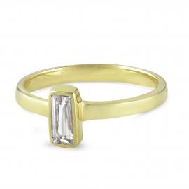 Vergoldeter Silberring mit eckigem Bergkristall
