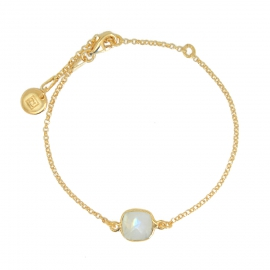 Bracelet with square, white moonstone - gold plated